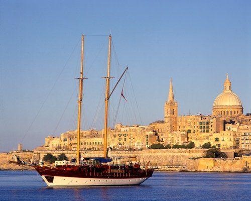 Sprachreise Sliema, Englisch lernen mit Blick auf das Meer und die maltesische Küste