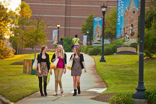 Studenten auf dem Campus der Mercer University
