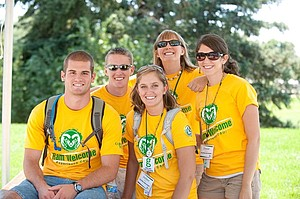 Studenten der Colorado State University in gelben T-Shirts