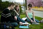 Studenten der Vancouver Island University auf dem Campus