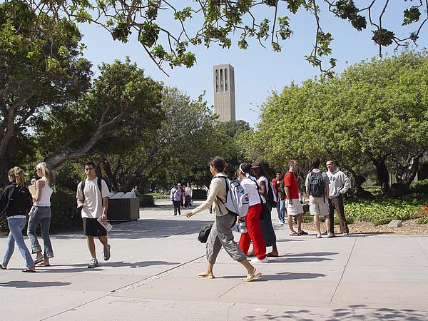 Studenten auf dem Campus der UC Santa Barbara