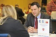 Lars Zimmermann im Gespräch auf einer Fachkonferenz