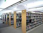 Bücherregale in der Bibliothek