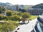 Die Studentenwohnheime auf dem Campus der CSU East Bay