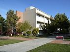Seminargebäude der Naturwissenschaften auf der CSU East Bay