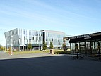 Seitenansicht der Business School der CSU East Bay