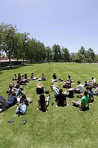 Studenten auf dem Campus der CSU Channel Islands