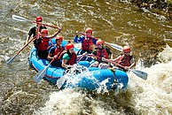 Studenten bei Rafting auf einem der zahlreichen Flüsse in Colorado