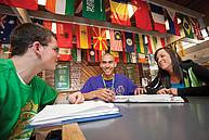 Studenten beim gemeinsamen Lernen