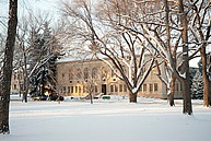 Der in Schnee gehüllte Campus