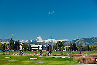Blick auf den Campus der ColoState mit den Rockies im Hintergrund