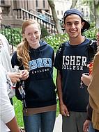 Studenten des Fisher College zwischen den Vorlesungen