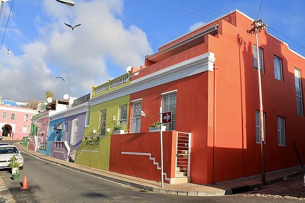 Bunte Häuser in einem Dorf in Südafrika