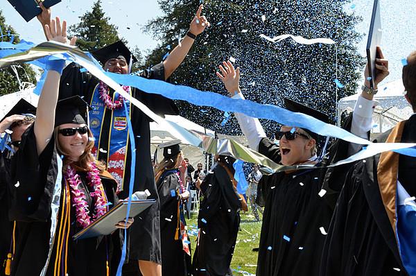 Absolventen des Menlo College bei der Abschlussfeier