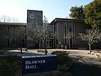 Die Brawner Hall auf dem Campus des Menlo College
