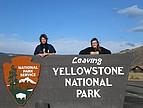 Austauschstudenten am Eingang des Yellowstone National Park