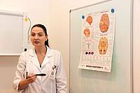 Professorin während einer Anatomie-Vorlesung