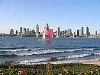Skyline San Diegos vom Wasser betrachtet