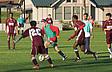 Studenten beim Fußball spielen