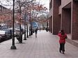Straßenszene vor dem Hauptgebäude