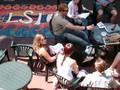 Sprachschüler im Garten der Sprachschule LSI Brighton