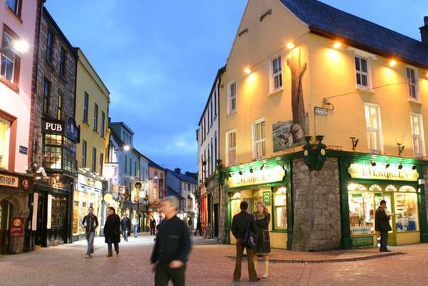 Häuser in den Straßen Galways