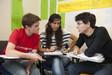 Sprachschüler diskutieren beim Englischkurs