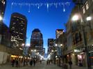 Straße in Calgary, Kanada bei Nacht