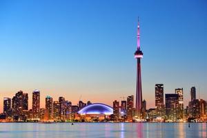 Ein faszinierender Blick auf die Skyline von Toronto bei Nacht