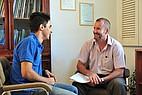 Sprachlehrer mit Sprachschüler International House Malta Gozo