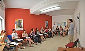 Sprachlehrer mit Schülern Sprachkurs BELS Malta
