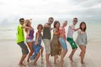 Sprachschüler Rennert haben Spaß am Strand