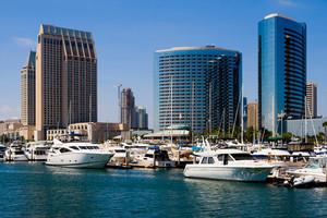 Boote vor der Skyline San Diegos