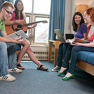 Studierende im Studentenwohnheim