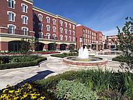Der Campus der WLU mit Springbrunnen