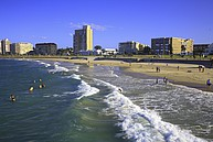 Strand vor dem Campus der Nelson Mandela Metropolitan University