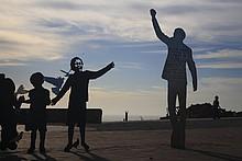 Statuen auf dem Campus der NMMU