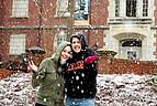 Studentinnen vor dem Studentenwohnheim der Mercer University