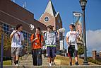 Studenten der Mercer University auf dem Weg zur Vorlesung