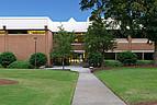 Der Eingangsbereich eines Seminargebäudes der Mercer University