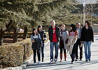 Studenten auf dem Campus der DUFE