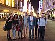 Studenten genießen das Nachtleben in Tianjin