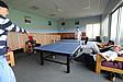 Studenten beim Tischtennis spielen im Wohnheim