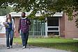 Zwei Studenten auf dem Weg zur Seminar