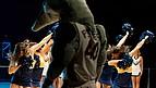 """Maskottchen """"Anteater"""" und Cheerleader der UC Irvine bei einem Basketballspiel"""