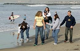 Studenten am Strand in Kalifornien