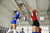 Volleyballspielerinnen am Netz
