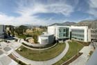 Campus der CSUSB mit den kalifornischen Bergen
